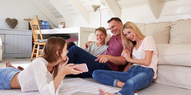 Jak rozmawiać z nastolatkiem i przetrwać trudny okres dojrzewania?