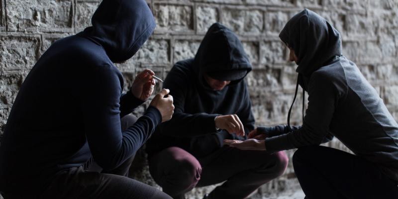 Używki wśród młodzieży - alkohol i narkotyki w czasie wakacji